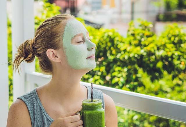 Makyajdan yorulan ciltler için doğal maske